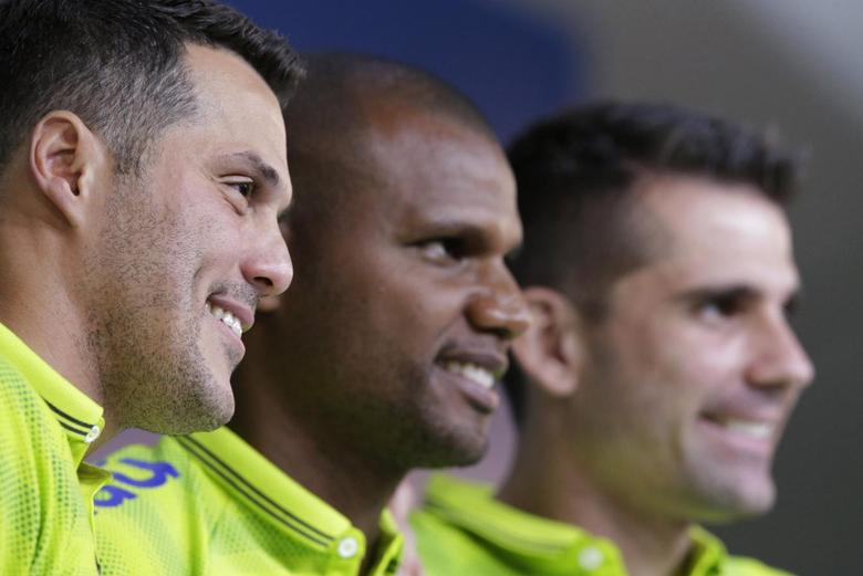 Brazil's national soccer team goalkeepers Julio Cesar (L), Jefferson (C) and Victor pose for pictures after a news conference in Teresopolis near Rio de Janeiro May 27, 2014.   REUTERS/Ricardo Moraes