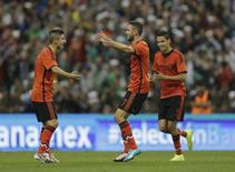 Miguel Layun (C) of Mexico celebrates with team mates Issac Brizuela (L) and Diego Reyes, after scoring against Israel during their International friendly soccer match at the Azteca stadium in Mexico City May 28, 2014. REUTERS/Henry Romero
