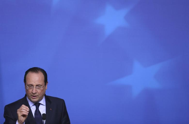 France's President Francois Hollande addresses a news conference after an informal summit of European Union leaders in Brussels May 27, 2014.    REUTERS/Francois Lenoir