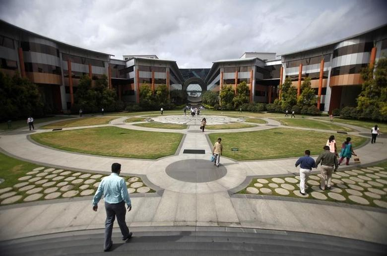 Employees walk in a forecourt at the Infosys campus in the Electronic City area of Bangalore September 4, 2012.    REUTERS/Vivek Prakash
