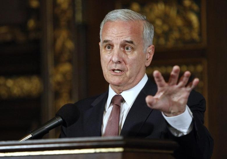 Minnesota Gov. Mark Dayton speaks to media after signing bills to eliminate the state's $5 billion budget deficit and reopen state government and services that have been shut down for three weeks, in St. Paul, July 20, 2011.  REUTERS/Eric Miller