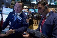 La Bourse de New York a fini en hausse jeudi et l'indice Standard & Poor's-500 a inscrit un nouveau record historique, les investisseurs misant sur une amélioration de la conjoncture économique aux Etats-Unis après la contraction subie au premier trimestre. Le Dow Jones a gagné 0,39%, le S&P-500 0,54% et le Nasdaq Composite 0,54%. /Photo prise le 29 mai 2014/REUTERS/Brendan McDermid