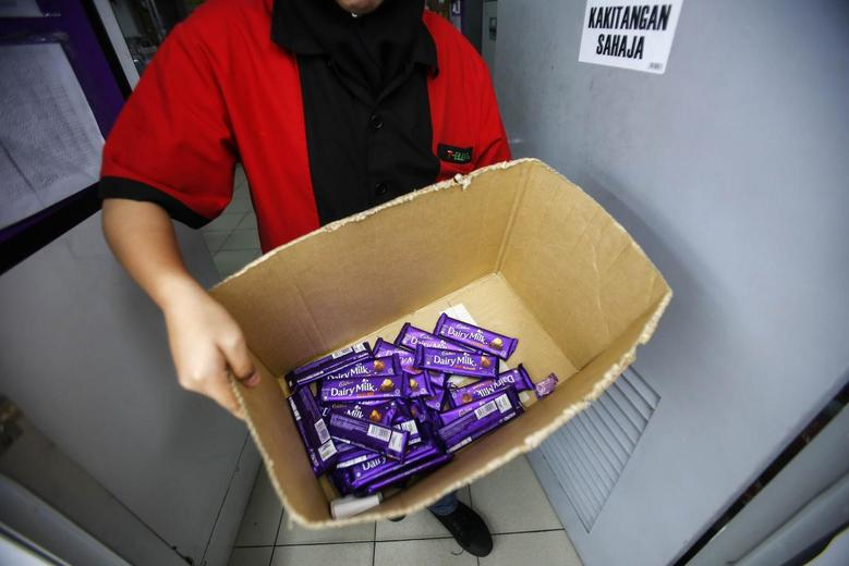 An employee shows a box containing Cadbury Dairy Milk Hazelnut and Cadbury Dairy Milk Roast Almond, to be return tomorrow in a shop in Shah Alam, outside Kuala Lumpur May 27, 2014. REUTERS/Samsul Said