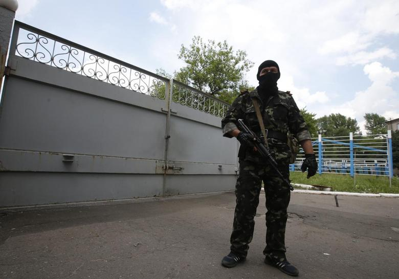 Ukraine to push on with army offensive, row grows over...