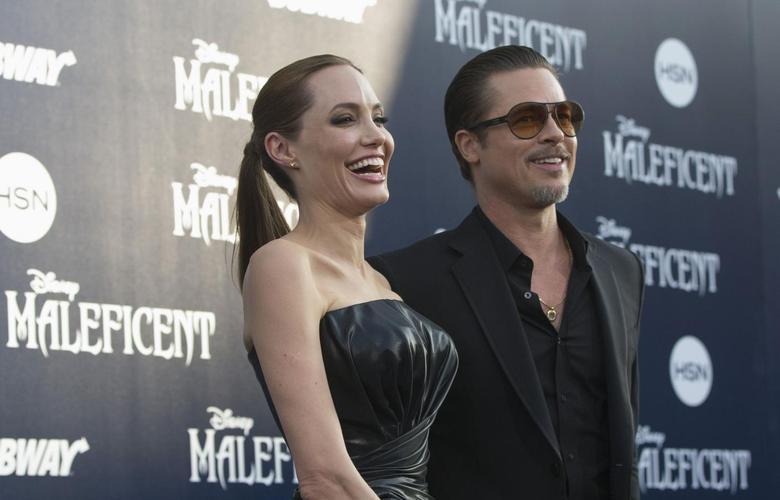 Cast member Angelina Jolie and actor Brad Pitt pose at the premiere of ''Maleficent'' at El Capitan theatre in Hollywood, California May 28, 2014.  REUTERS/Mario Anzuoni