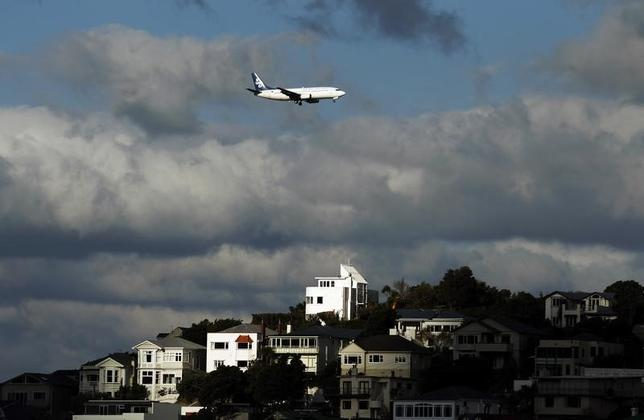 An Air New Zealand plane flies over houses in Mount Victoria as it approaches Wellington airport, October 7, 2011. REUTERS/Marcos Brindicci