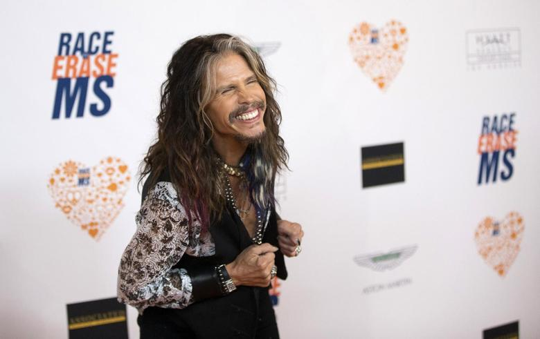 Musician Steven Tyler poses at the 21st annual Race To Erase MS fundraiser in Los Angeles, California May 2, 2014. REUTERS/Mario Anzuoni