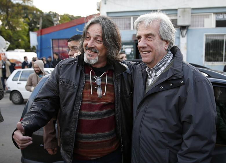 Former Uruguayan President and current internal candidate for the Frente Amplio (broad front) party Tabare Vazquez (R) poses with a man after casting his vote in Montevideo June 1, 2014. REUTERS/Andres Stapff