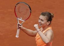 Simona Halep of Romania reacts during her women's singles match against Sloane Stephens of the U.S. at the French Open tennis tournament at the Roland Garros stadium in Paris June 2, 2014.           REUTERS/Jean-Paul Pelissier
