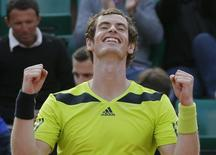 Andy Murray of Britain celebrates after winning his men's singles match against Fernando Verdasco of Spain at the French Open tennis tournament at the Roland Garros stadium in Paris June 2, 2014.           REUTERS/Gonzalo Fuentes