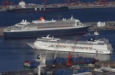 Les deux premiers groupes mondiaux de transport maritime de conteneurs, AP Moeller-Maersk et MSC ont engagé des discussions avec la Commission européenne dans l'espoir d'échapper à des amendes à l'issue de l'enquête sur la concurrence dans ce secteur, selon trois sources proches du dossier mardi. Le français CMA-CGM, le taïwanais Evergreen Marine, le sud-coréen Hyundai Merchant Marine et plusieurs compagnies japonaises cherchent aussi à négocier une solution. /Photo prise le 27 janvier 2014/REUTERS/Mike Hutchings