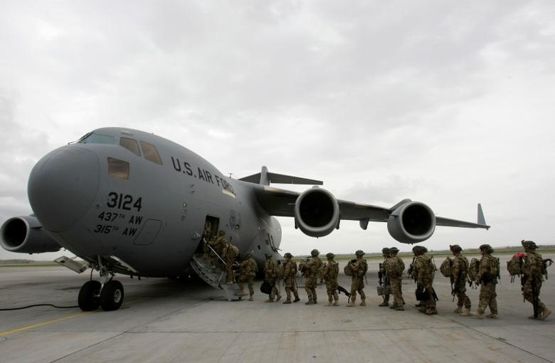 U.S. servicemen from Bravo Company, 234 Battalion 1st Infantry Division, board a plane bound for Afghanistan at the U.S. transit center at Manas airport near Bishkek April 15, 2011.  REUTERS/Vladimir Pirogov