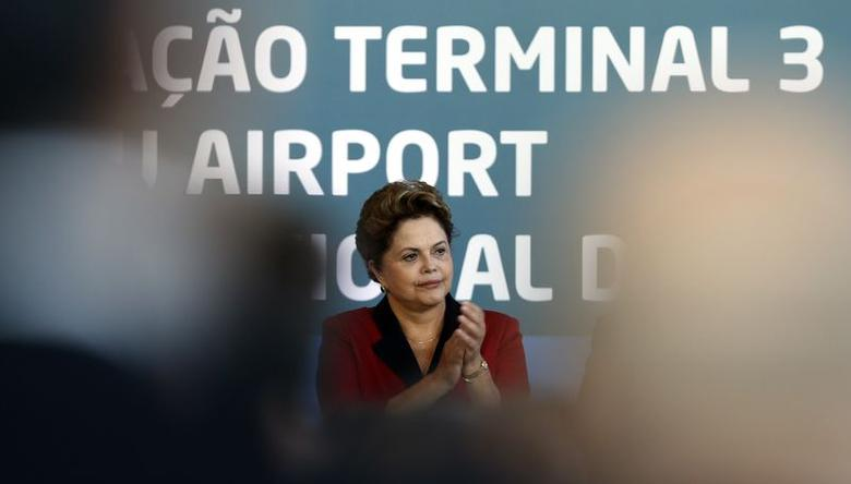 Brazilian President Dilma Rousseff gestures as she attends the inauguration of Terminal 3 at Guarulhos International airport in Sao Paulo May 20, 2014. REUTERS/Paulo Whitaker