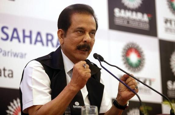 Sahara Group Chairman Subrata Roy gestures as he speaks during a news conference in Kolkata November 29, 2013. REUTERS/Rupak De Chowdhuri/Files