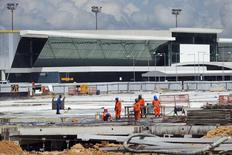Labourers work at Manaus airport in Manaus June 2, 2014. REUTERS/Bruno Kelly