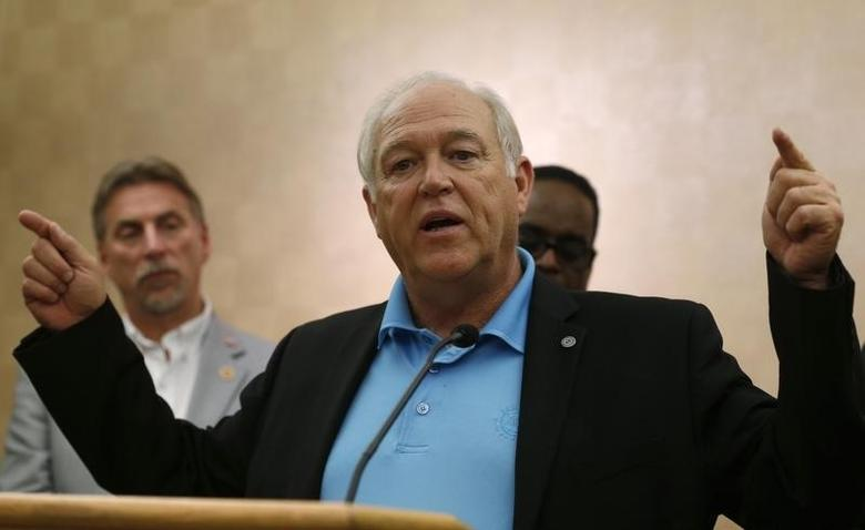 Dennis Williams (C), secretary-treasurer of the United Auto Workers (UAW), speaks during a news conference in Dearborn, Michigan November 7, 2013. REUTERS/Rebecca Cook