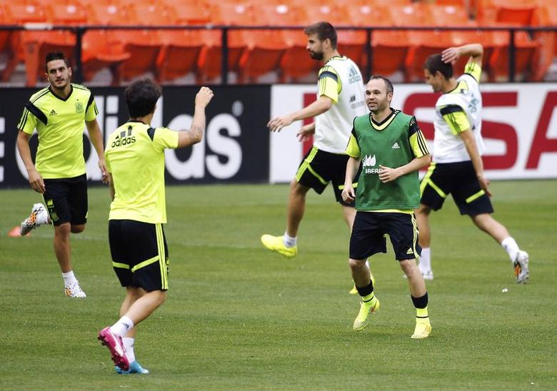 Spain's national soccer team players, including Andres Iniesta (2nd R), stretch at the start of a training session at RFK Stadium in Washington June 4, 2014.REUTERS/Jonathan Ernst