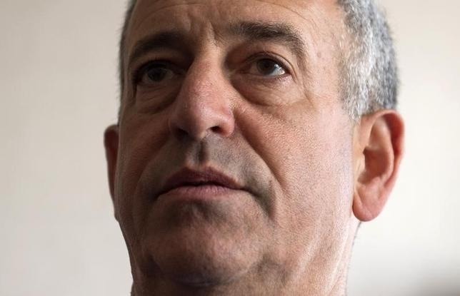 Russ Feingold, U.S. Special Envoy for the Great Lakes Region of Africa and the Democratic Republic of Congo, speaks during a news briefing at the Palais de la Nation in Kinshasa May 4, 2014. REUTERS/Saul Loeb/Pool
