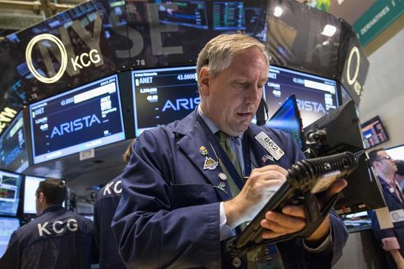 Traders work on the floor of the New York Stock Exchange June 6, 2014. REUTERS/Brendan McDermid