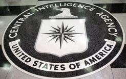 Après avoir méthodiquement surveillé et discrètement infiltré les réseaux sociaux pendant des années, la Central Intelligence Agency (CIA) a ouvert un compte officiel sur Facebook et Twitter, vendredi. /Photo d'archives/REUTERS