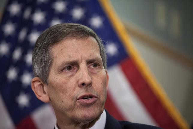Acting U.S. Secretary of Veterans Affairs Sloan Gibson speaks with the media after meeting with staff members at the Carl T. Hayden VA Medical Center in Phoenix, Arizona June 5, 2014. REUTERS/Samantha Sais