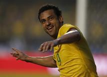 O atacante Fred comemora o gol da vitória do Brasil por 1 x 0 sobre a Sérvia em amistoso disputado em São Paulo. 06/06/2014  REUTERS/Paulo Whitaker
