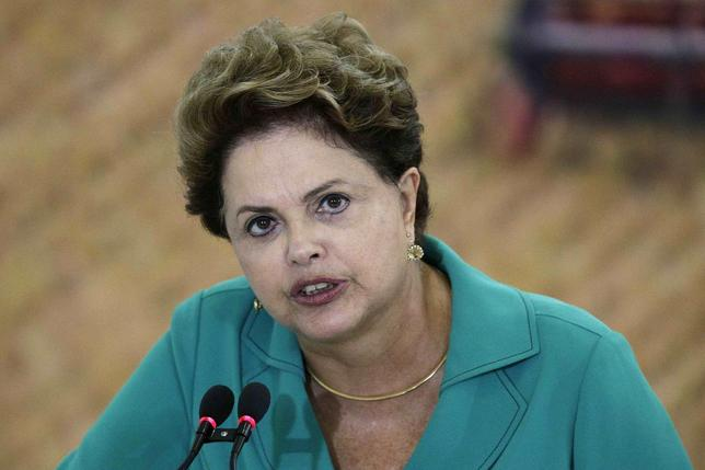 Brazil's President Dilma Rousseff speaks during a ceremony to launch ''Harvest Plan 2014/2015'' at the Planalto Palace in Brasilia May 19, 2014. REUTERS/Ueslei Marcelino