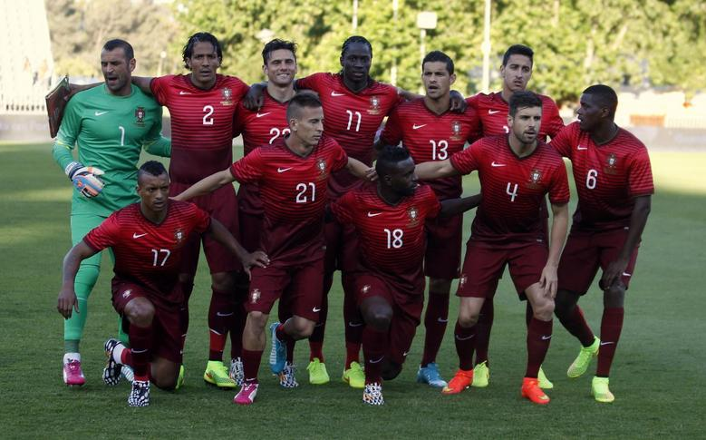 Portugal's national soccer team poses before their internatinal friendly soccer match against Greece at the National Stadium in Lisbon May 31, 2014. REUTERS/Rafael Marchante
