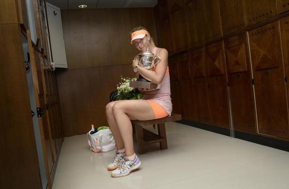 Maria Sharapova of Russia poses with her trophy in the dressing room after winning the women's singles final match against Simona Halep of Romania during the French Open tennis tournament at the Roland Garros stadium in Paris June 7, 2014.    REUTERS/Sindy Thomas/FFT/Pool