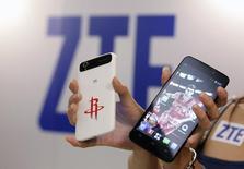 ZTE, le septième fabricant mondial de smartphones, entend livrer plus de 80 millions d'unités de ce type d'appareils à travers le monde en 2015. /Photo d'archives/REUTERS/Pichi Chuang