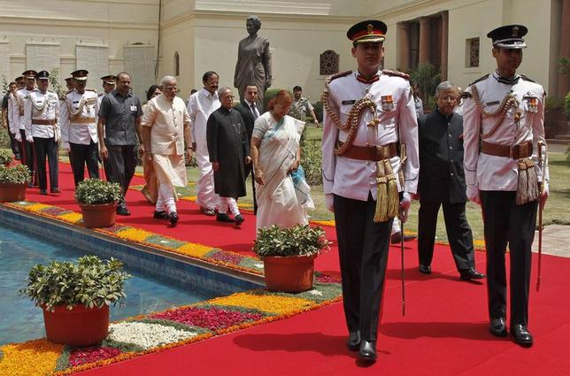 President Pranab Mukherjee (C) arrives along with Prime Minister Narendra Modi (on his L) and Lok Sabha speaker Sumitra Mahajan (wearing sari), to address the joint session of the parliament in New Delhi June 9, 2014. REUTERS/Stringer