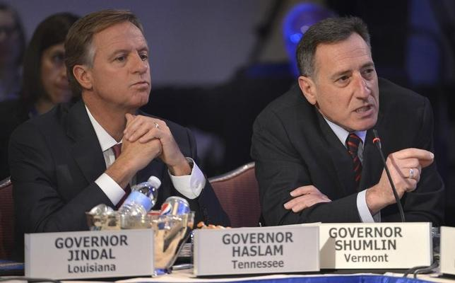 Vermont Democratic Governor Peter Shumlin (R) asks a question as Tennessee Republican Governor Bill Haslam listens during the National Governors Association Winter Meeting in Washington, February 22, 2014. REUTERS/Mike Theiler