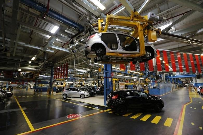 Ford Fiestas are seen on the Ford assembly line in Cologne September 12, 2013. REUTERS/Wolfgang Rattay