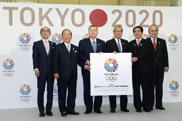 (From L to R) Vice governor of Tokyo Toshiyuki Akiyama, former deputy governor of the Bank of Japan and secretary general of Organizing Committee of the Tokyo Olympic Games and Paralympic 2020 Toshiro Muto, Japan's former Prime Minister and the head of Organizing Committee of the Tokyo Olympic Games and Paralympic 2020 Yoshiro Mori, Japanese Olympic Committee President Tsunekazu Takeda, Japan's Education Minister Hakubun Shimomura, and Japan Paralympic Committee President Mitsunori Torihara pose for pictures at a launch event of the Organizing Committee of the Tokyo Olympic Games and Paralympic 2020 in Tokyo, in this photo taken by Kyodo January 24, 2014. Mandatory credit REUTERS/Kyodo/Files
