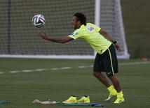 Neymar participa de treino em Teresópolis, em 8/6/2014. REUTERS/Marcelo Regua