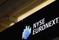 Euronext annonce jeudi un retard d'ouverture de ses marches réglementés en raison de problèmes techniques. /Photo d'archives/REUTERS/Brendan McDermid