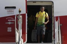 O jogador camaronês Eto'o desembarca na Base Aérea do Galeão, no Rio de Janeiro. 09/06/2014 REUTERS/Ricardo Moraes