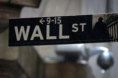 Le Dow Jones a cédé 0,65% à la clôture jeudi et le S&P-500 a perdu 0,71%, des données susceptibles de varier encore légèrement. /Photo prise le 9 juin 2014/REUTERS/Carlo Allegri