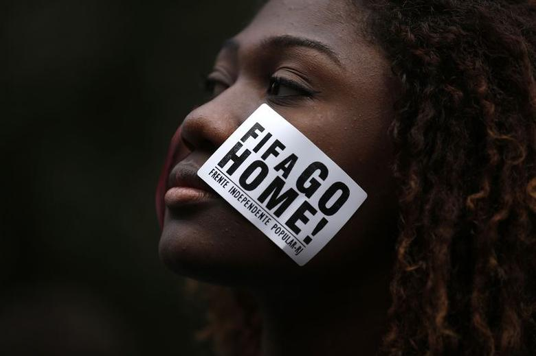 An anti-government demonstrator takes part in a protest against the 2014 World Cup in Rio de Janeiro June 12, 2014. REUTERS/Pilar Olivares