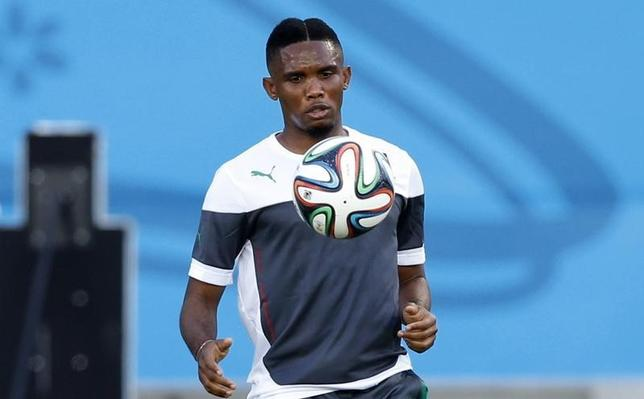 Cameroon's Samuel Eto'o eyes the ball during a training session at the Dunas Arena soccer stadium in Natal, June 12, 2014. Cameroon will face Mexico on June 13.    REUTERS/Toru Hanai