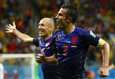 Robin van Persie of the Netherlands (front) celebrates with teammate Arjen Robben after scoring the team's fourth goal against Spain during their 2014 World Cup Group B soccer match at the Fonte Nova arena in Salvador June 13, 2014. REUTERS/Tony Gentile