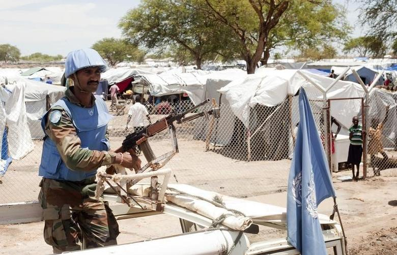 A United Nations peacekeeper keeps guard outside the Bor camp for the internally displaced in Bor town Jonglei state, South Sudan, April 29, 2014.  REUTERS/Carl Odera