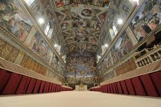 A Capela Sistina é preparada para o conclave que acabou elegendo o papa Francisco, na Cidade do Vaticano, em março de 2013. REUTERS/Osservatore Romano