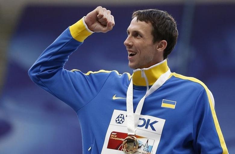 Gold medallist Bohdan Bondarenko of Ukraine celebrates during the award ceremony for the men's high jump final at the IAAF World Athletics Championships at the Luzhniki stadium in Moscow August 16, 2013.  REUTERS/Maxim Shemetov