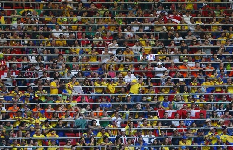 Spectators watch the  2014 World Cup Group E soccer match between Switzerland and Eduador at the Brasilia national stadium in Brasilia, June 15, 2014.  REUTERS/Eddie Keogh