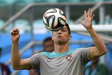 Portugal's Cristiano Ronaldo controls the ball during their 2014 World Cup team training session at the Fonte Nova arena in Salvador June 15, 2014.     REUTERS/Dylan Martinez