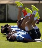 Jogadores da seleção do Uruguai durante treinamento em Sete Lagores (MG). 15/6/2014 REUTERS/Sergio Perez