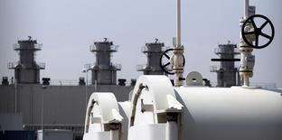 Трубы на газораспределительной станции в Баумгартене, 2 мая 2014 года. Норвежская Statoil, на чей газ Европа делала ставку, проигрывая последствия транзитных рисков из-за обострения газового конфликта между Россией и Украиной, говорит, что странам ЕС пока хватает российского газа, но компания не сможет заместить российские поставки в случае, если РФ сократит свой экспорт. REUTERS/Heinz-Peter Bader