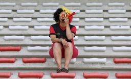 Болельщица сборной Бельгии на стадионе в Монсе 16 мая 2014 года. Сборная Бельгии сыграет с командой Алжира в матче группы H на чемпионате мира в Бразилии во вторник.  REUTERS/Francois Lenoir