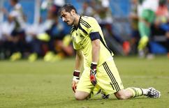 Goleiro da Espanha Iker Casillas após sofrer gol da Espanha. 13/06/2014 REUTERS/Marcos Brindicci